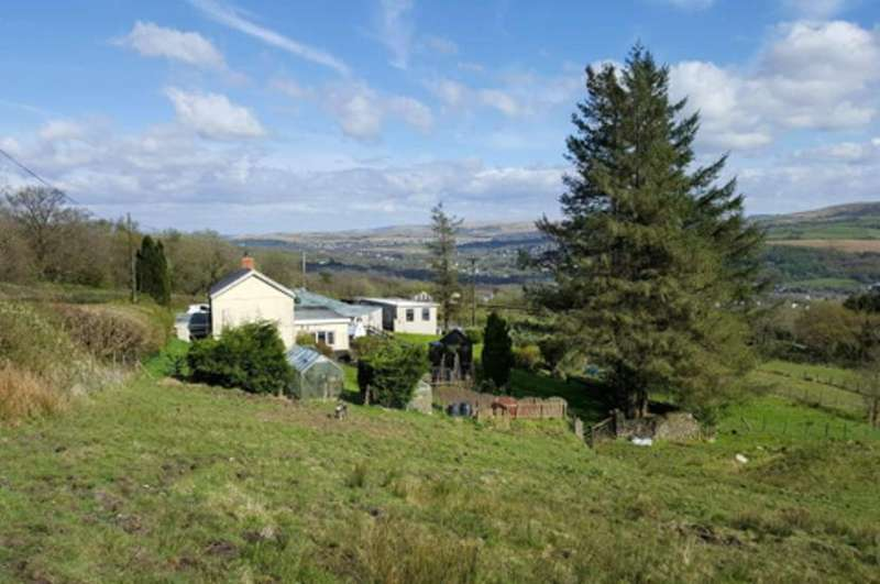 3 Bedrooms Detached House for sale in Glanamman CARMARTHENSHIRE