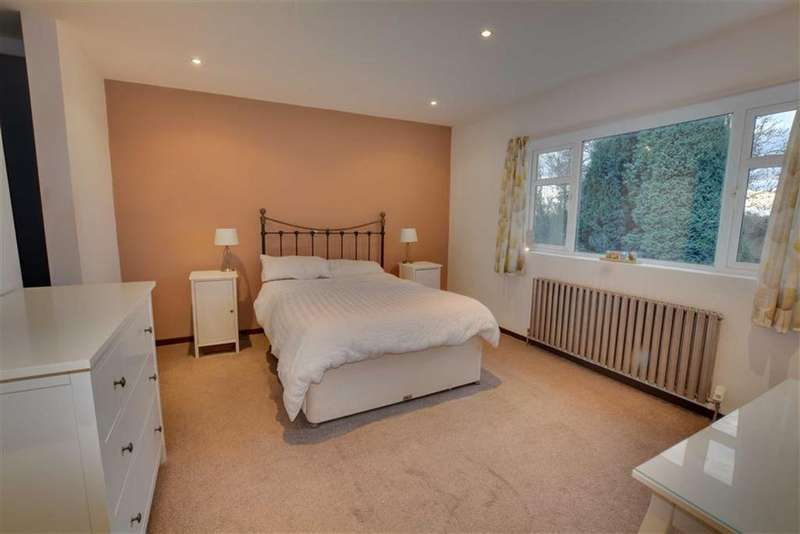 4 Bedrooms Detached Bungalow for sale in New Road, Little Smeaton, Pontefract, WF8