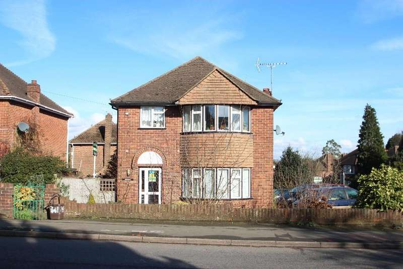 3 Bedrooms Detached House for sale in High Wycombe HP12