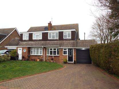 3 Bedrooms Semi Detached House for sale in Redfield Close, Dunstable, Bedfordshire, England