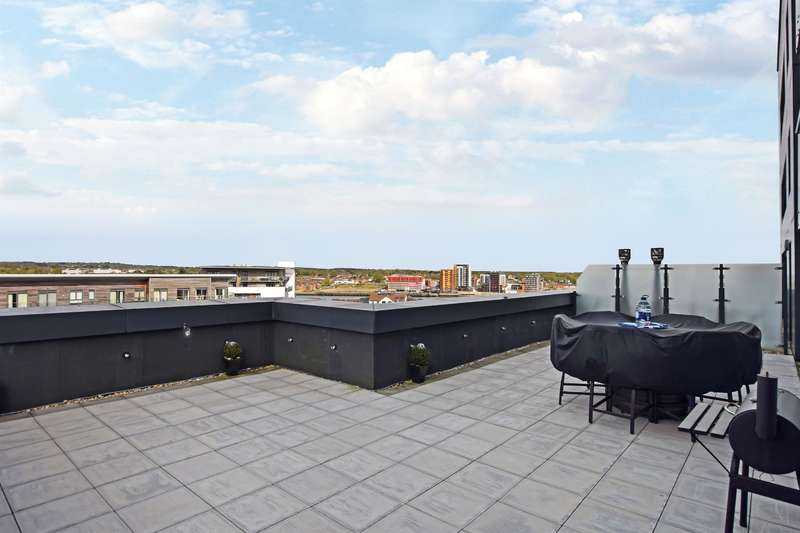 2 Bedrooms Flat for sale in The Hawkins Tower, Ocean Village