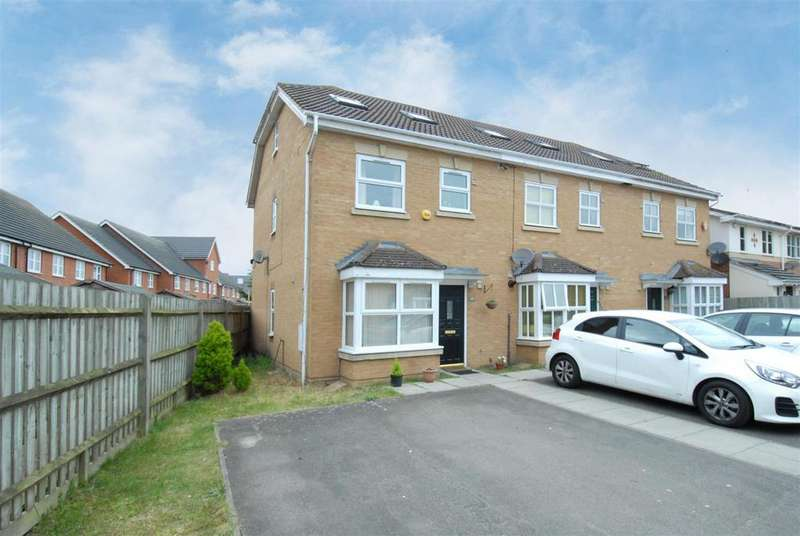 4 Bedrooms Town House for sale in Palace Close, Cippenham