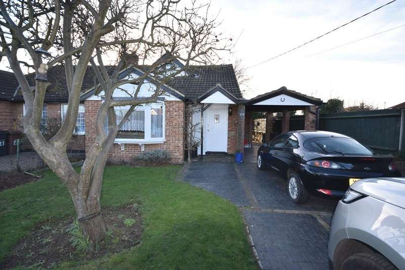 3 Bedrooms Chalet House for sale in Carisbrooke Drive, Corringham, SS17
