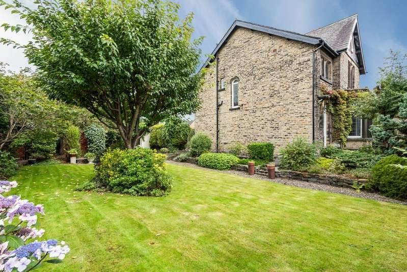 3 Bedrooms Detached House for sale in Cleckheaton Road, Oakenshaw