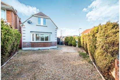 4 Bedrooms Bungalow for sale in Muscliff, Bournemouth, Dorset