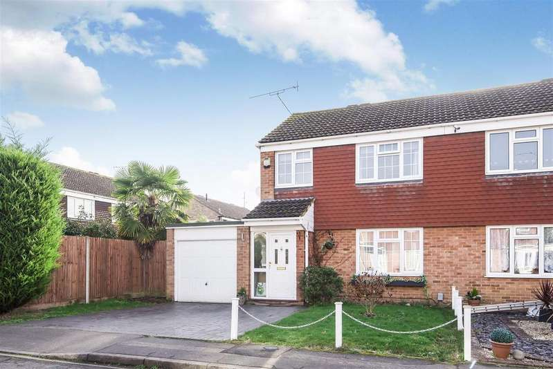 3 Bedrooms Semi Detached House for sale in Hutsons Close, Wokingham, Berkshire RG40 1QB