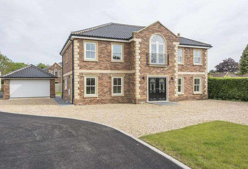 4 Bedrooms Detached House for sale in Chestnut Drive, Attleborough