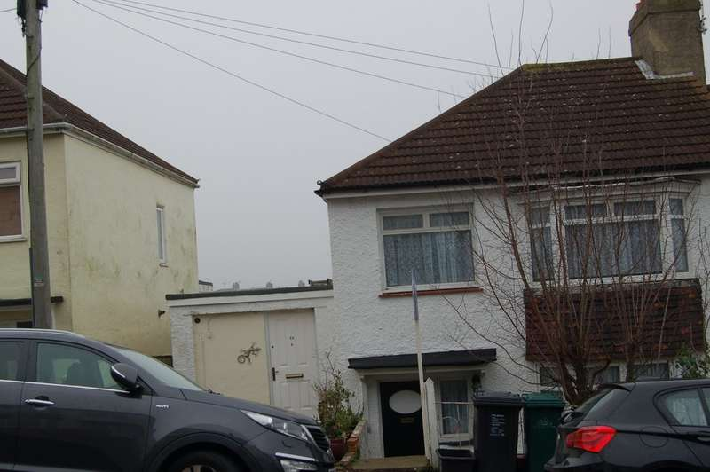 3 Bedrooms Semi Detached House for sale in Carlyle Avenue, Brighton BN2