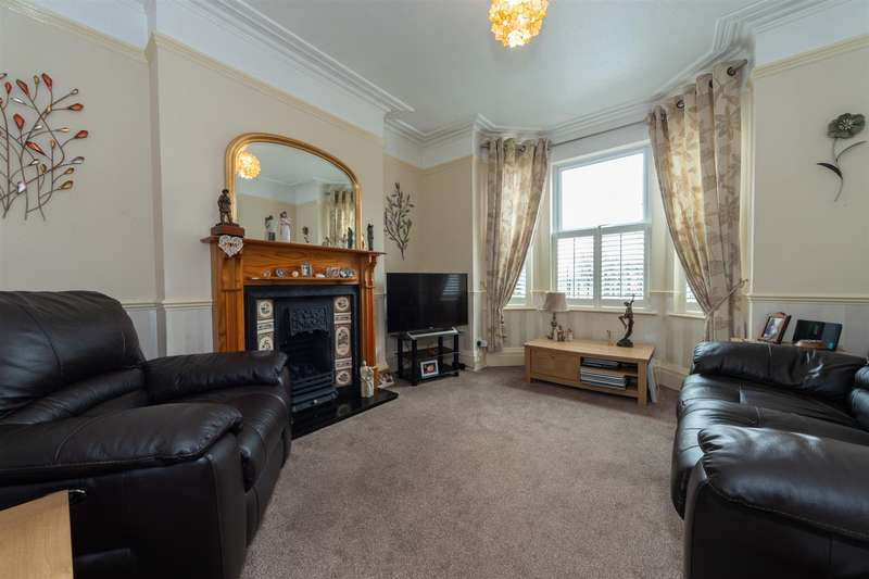 3 Bedrooms Semi Detached House for sale in West Parade, Dunstable, Bedfordshire