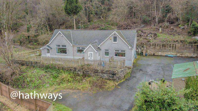 4 Bedrooms Detached Bungalow for sale in Snatchwood Road, Pontypool