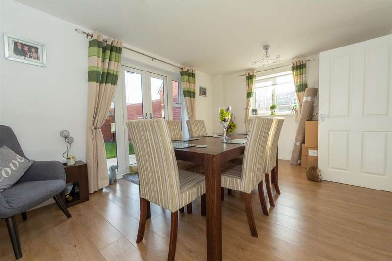 3 Bedrooms End Of Terrace House for sale in Goodhart Crescent, Dunstable, Bedfordshire