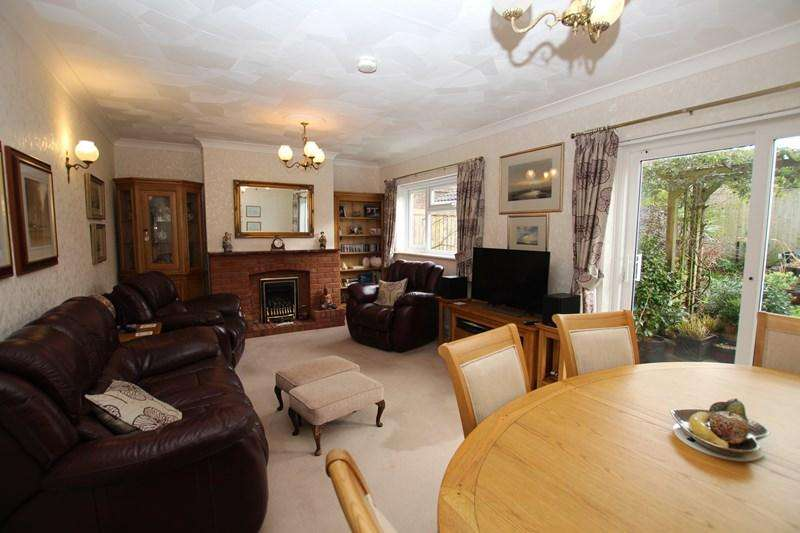4 Bedrooms Detached House for sale in Walton Road, Walton On The Naze