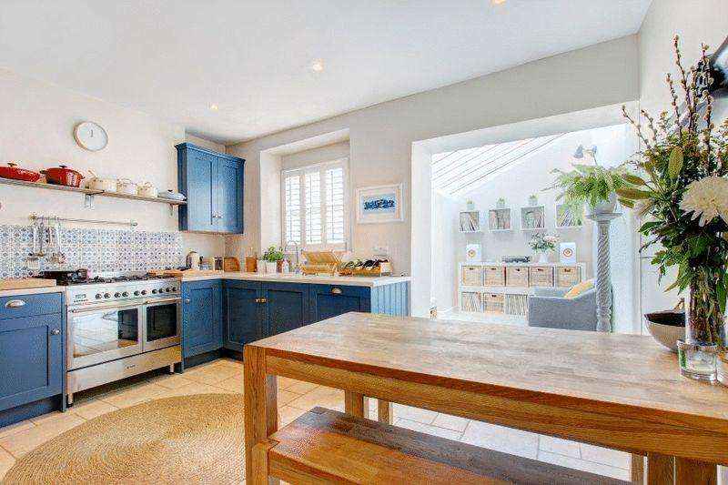 3 Bedrooms Terraced House for sale in Cliftonwood Crescent, Cliftonwood