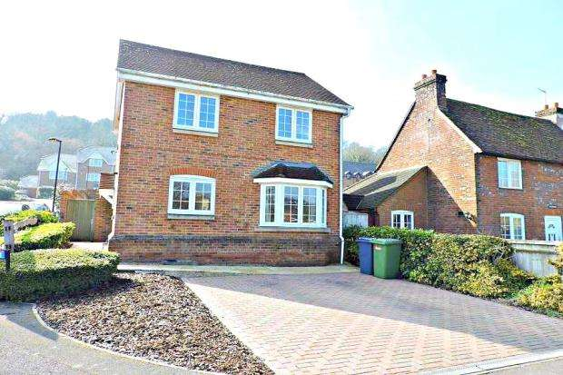 4 Bedrooms Detached House for sale in The Sidings, High Wycombe, Buckinghamshire