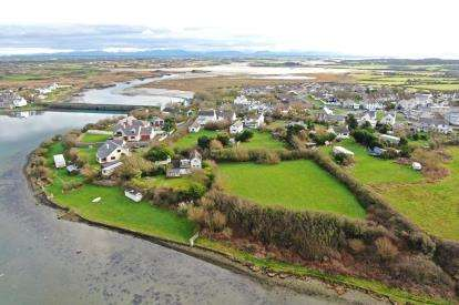 4 Bedrooms Detached House for sale in Four Mile Bridge, Holyhead, Sir Ynys Mon, LL65