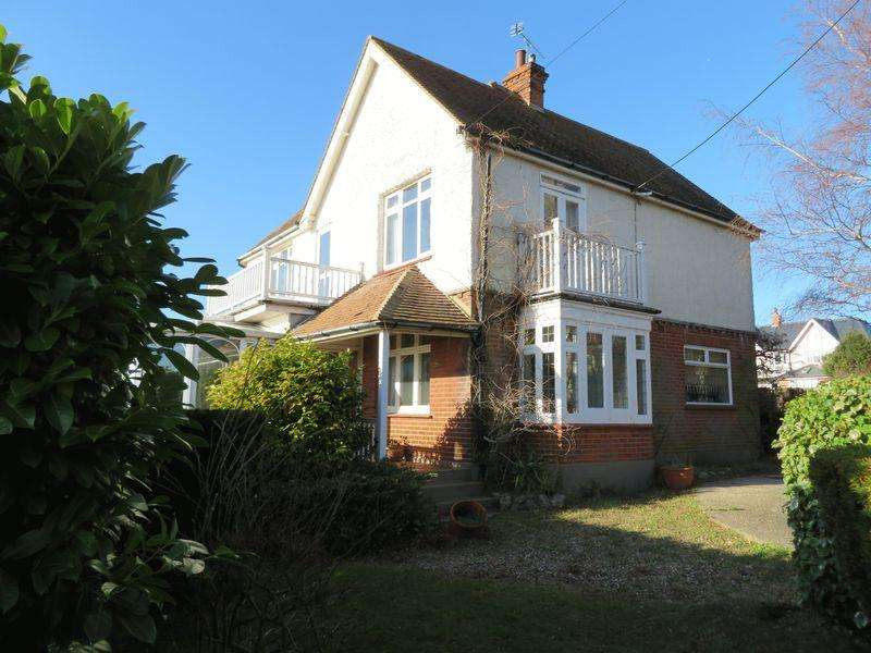 4 Bedrooms Detached House for sale in Beach Road, West Mersea