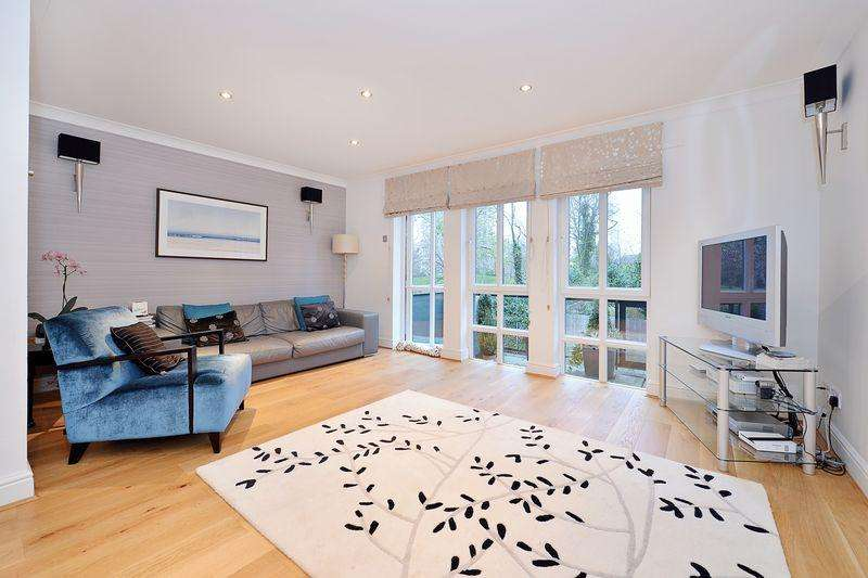 4 Bedrooms Town House for sale in Brightlingsea Place, Limehouse, E14
