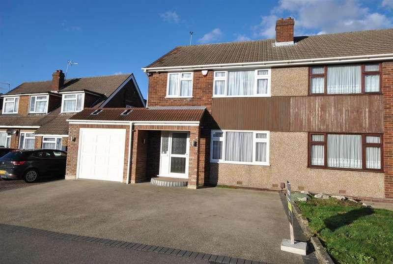 4 Bedrooms Semi Detached House for sale in Lulworth Avenue, Goffs Oak