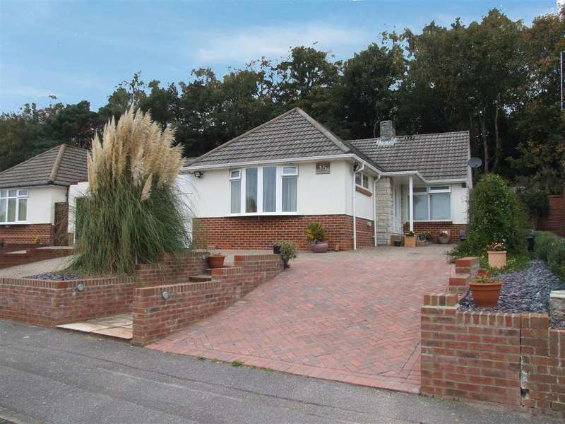 2 Bedrooms Bungalow for sale in Wren Crescent, Coy Pond, Poole