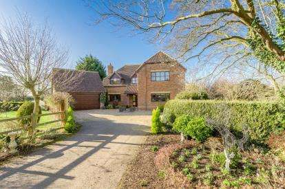 5 Bedrooms Detached House for sale in Lime Tree Drive, Dunton, Biggleswade, Bedfordshire