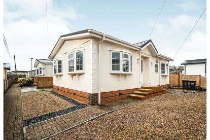 2 Bedrooms Mobile Home for sale in The Grove, Woodside Park Homes, Woodside, Luton