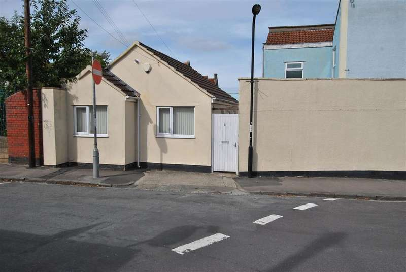 2 Bedrooms Bungalow for sale in Cemetery Road, Totterdown, Bristol