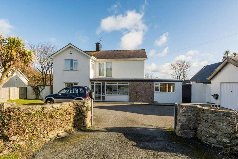 3 Bedrooms Detached House for sale in Ravenspoint Road, Trearddur Bay, North Wales