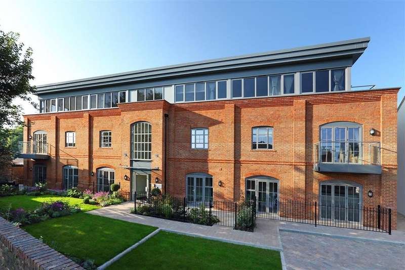 3 Bedrooms Penthouse Flat for sale in Kings Road, Berkhamsted