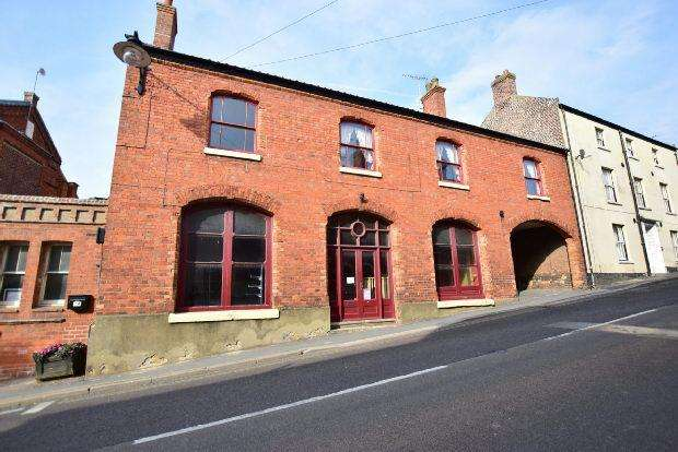 7 Bedrooms Detached House for sale in High Street, Caistor