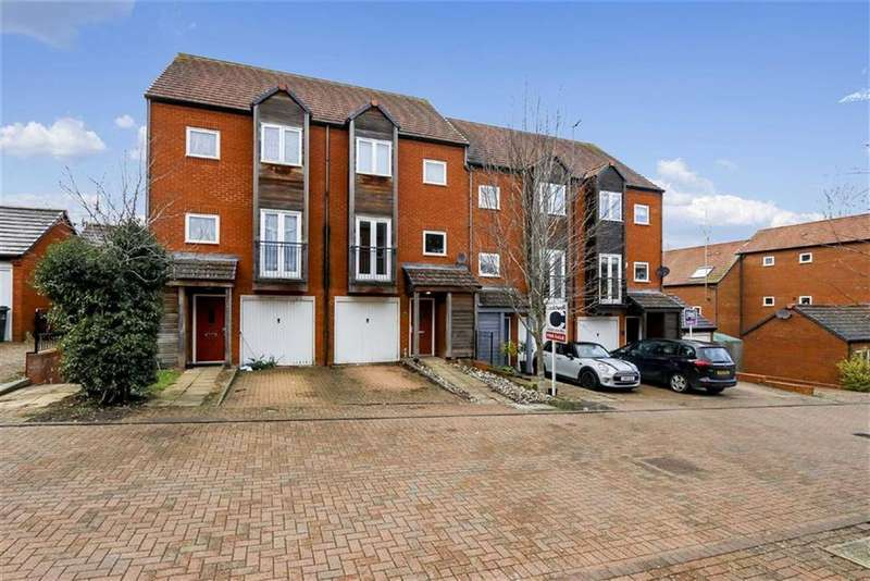 4 Bedrooms Town House for sale in Maigno Way, Wolverton Mill, Milton Keynes, Bucks