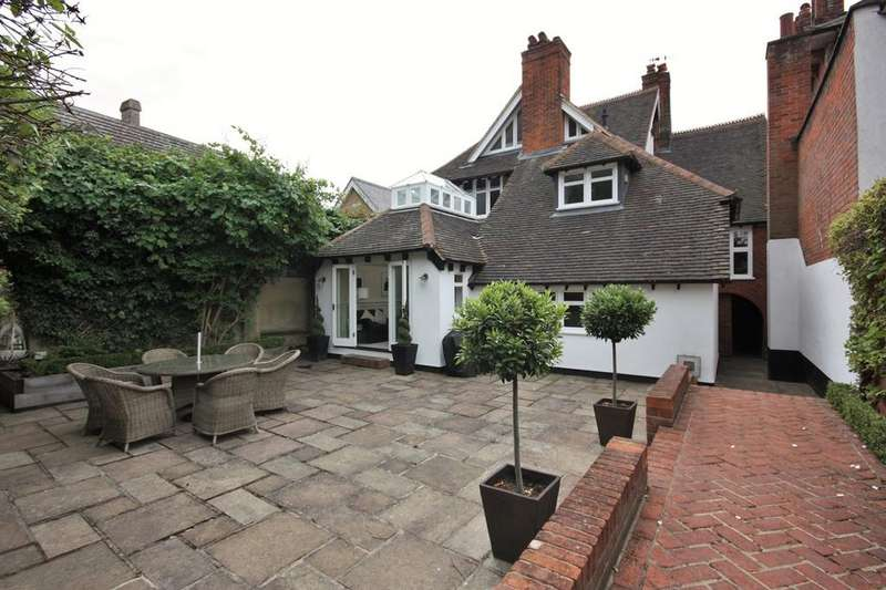 5 Bedrooms Detached House for sale in Queens Road, Brentwood, CM14