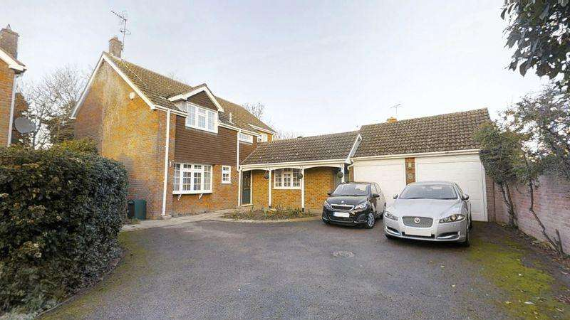 4 Bedrooms Detached House for sale in Wallace Drive, Eaton Bray
