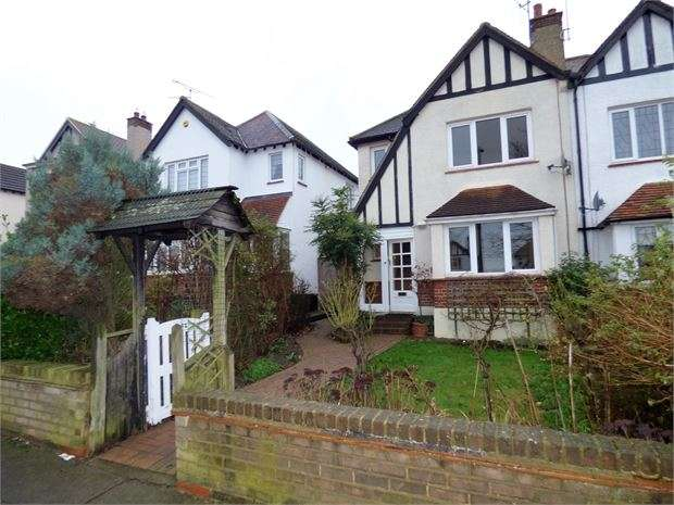 3 Bedrooms Semi Detached House for sale in Highlands Boulevard, Leigh on sea, Leigh on sea, SS9 3QP