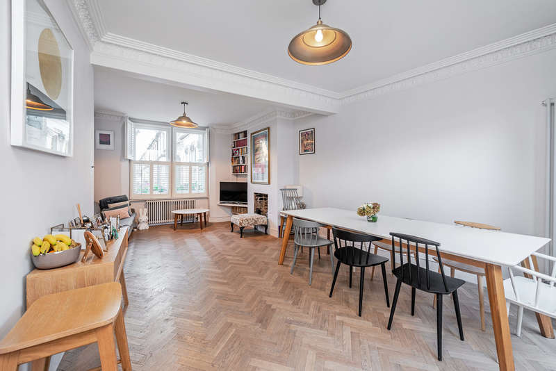 3 Bedrooms Semi Detached House for sale in Painsthorpe Road, N16 0RB