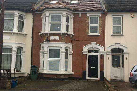 4 Bedrooms Property for rent in Wanstead Park Road, Ilford, Essex