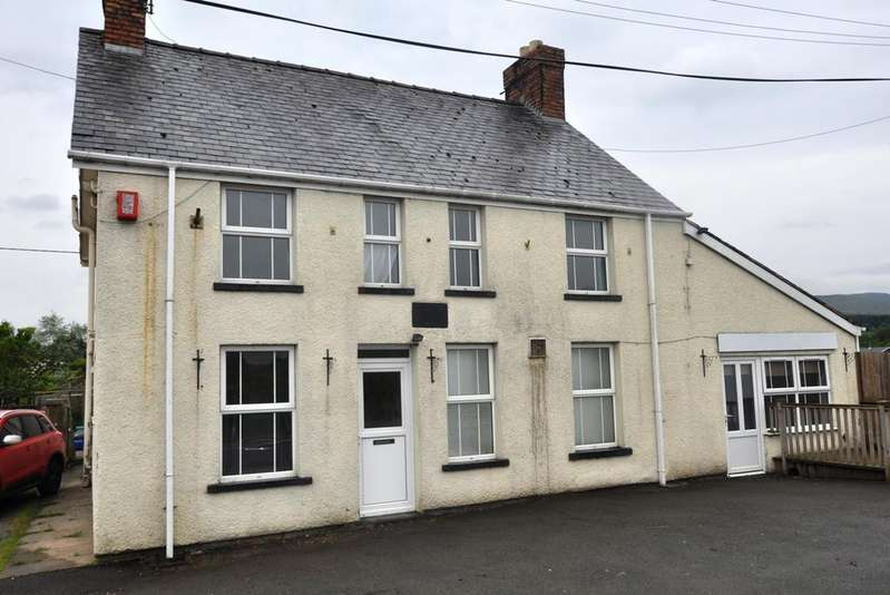3 Bedrooms Detached House for sale in Fron Goch, Bala