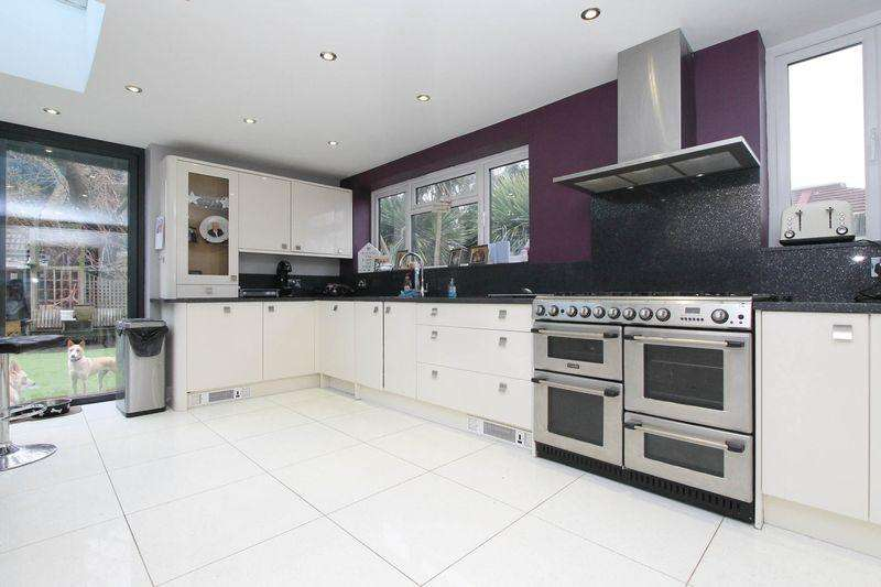 5 Bedrooms Semi Detached House for sale in Westways, Epsom