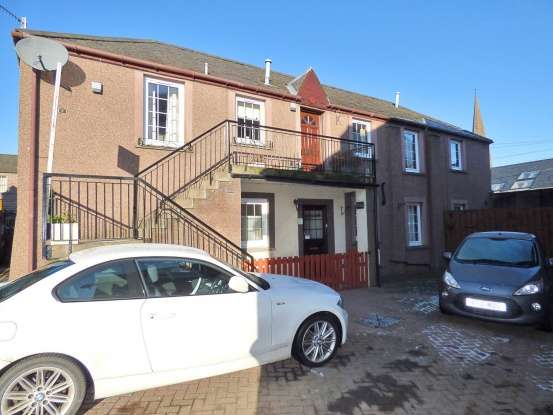 3 Bedrooms Ground Flat for sale in Martin's Lane, Brechin, Angus, DD9 6AS