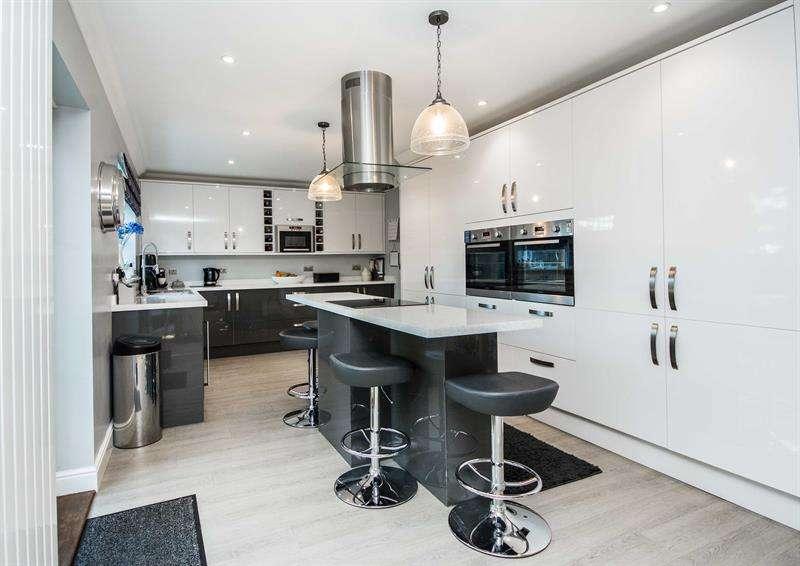 5 Bedrooms Property for sale in Jarvis Fields Bursledon Southampton