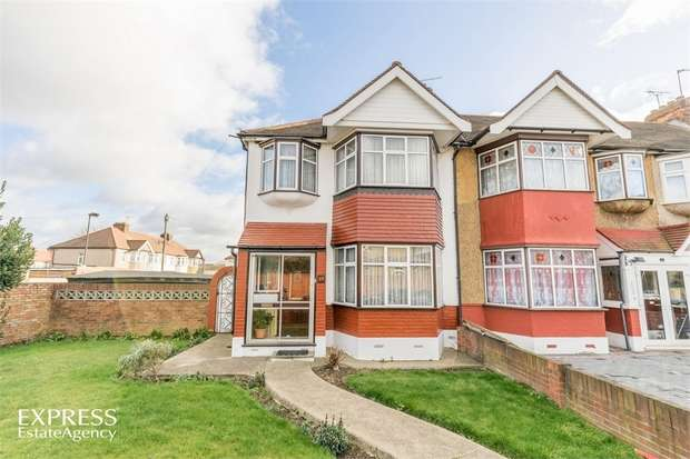3 Bedrooms End Of Terrace House for sale in Bullsmoor Ride, Waltham Cross, Greater London