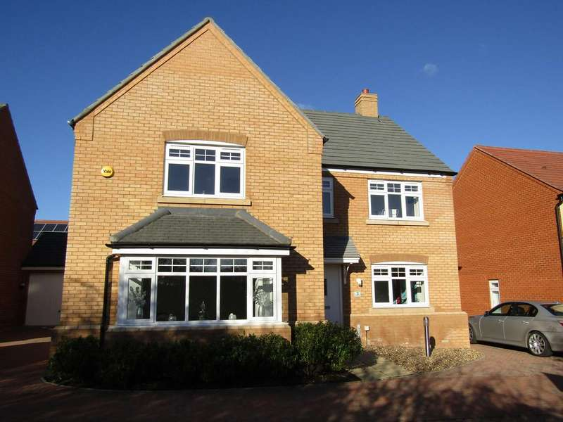 5 Bedrooms Detached House for sale in Goldfinch Place, Lower Stondon, SG16 6FX