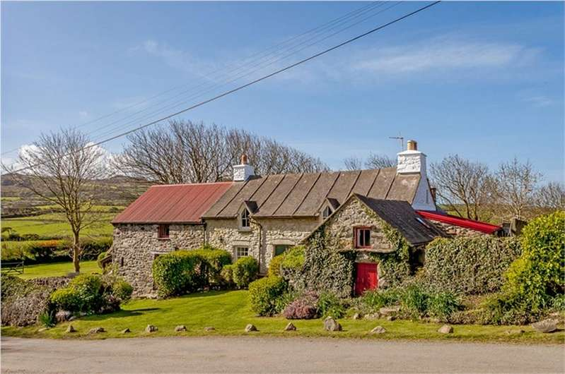 4 Bedrooms Farm House Character Property for sale in Melin Tresinwen and 2 Cottages, Strumble Head, Goodwick