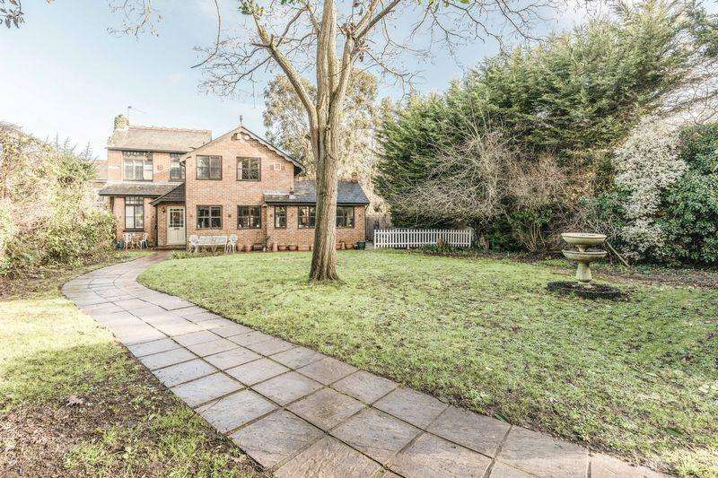 4 Bedrooms Detached House for sale in Eton Road, Datchet