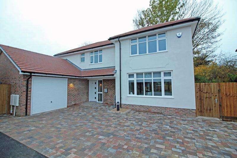 4 Bedrooms Detached House for sale in Church Way, Sanderstead, Surrey