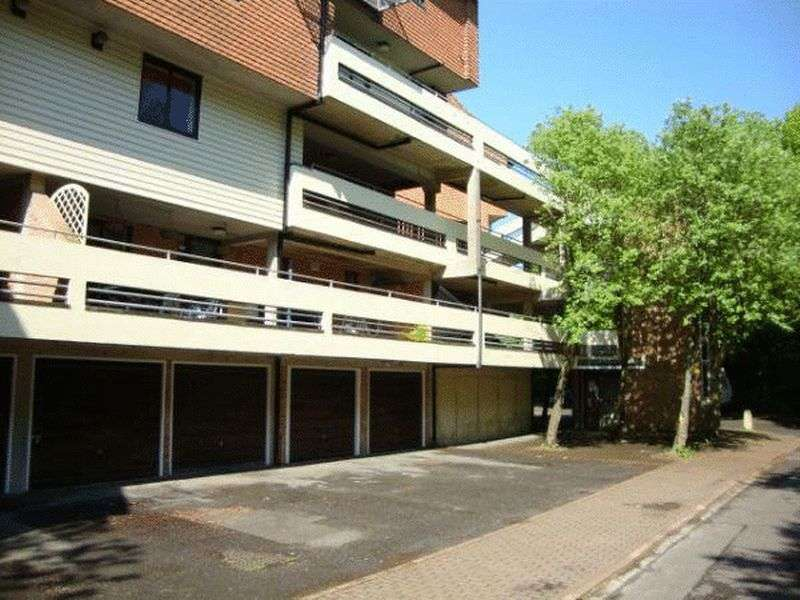 2 Bedrooms Property for sale in Kingsway Gardens, Andover