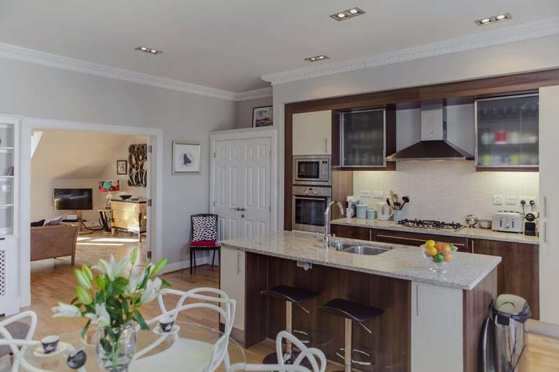 2 Bedrooms Flat for sale in Flat 5, 2 North Charlotte Street, Edinburgh, EH2 4HR