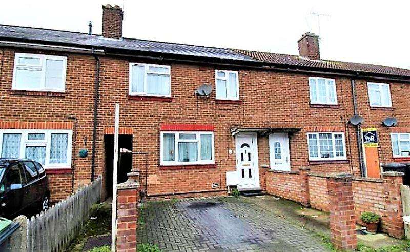 3 Bedrooms Terraced House for sale in Three Bedroom Mid Terrace On Solway Road South, Luton