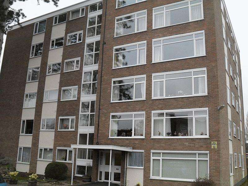 3 Bedrooms Apartment Flat for sale in Withyholt Court, Charlton Kings, Cheltenham
