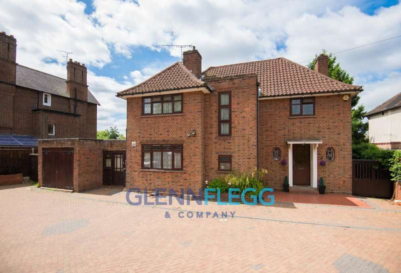 4 Bedrooms Detached House for sale in Upton Park, Slough