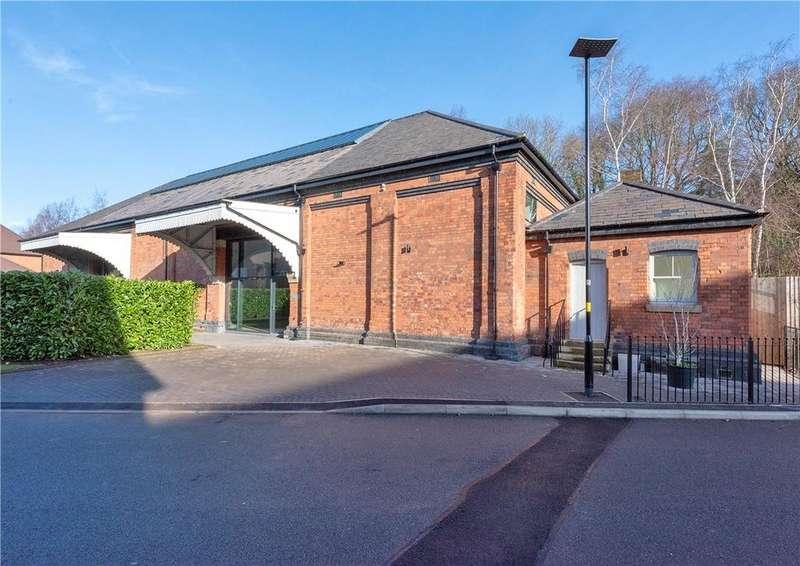 4 Bedrooms Semi Detached House for sale in Thomas de Beauchamp Lane, Off Tudor Hill, Sutton Coldfield, West Midlands, B73